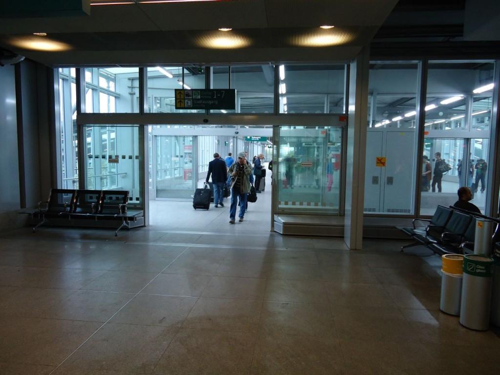 Вокзал, станция Düsseldorf Flughafen